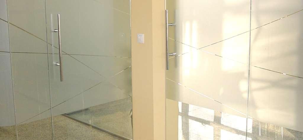 Puertas a medida correderas de cristal templado